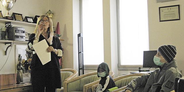 Antonetta Carrabas con i bambini per La musica delle parole