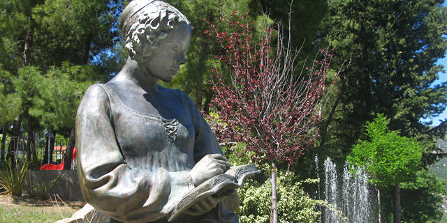 Isabella Morra (statua, Valsinni)